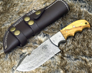 "DAMASCUS HUNTING KNIFE, Custom knife, 8.5"" , Hand forged, Damascus steel knife, Damascus Guard, Olive wood Handle, Gut Hook skinning knife-Shokuninknives"