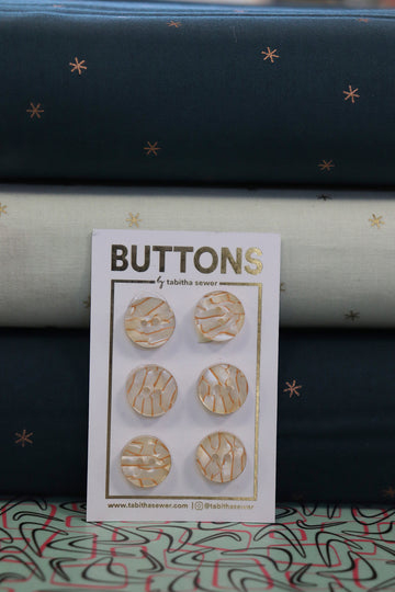 Tabitha Sewer - Vintage Pearl Button - 15mm