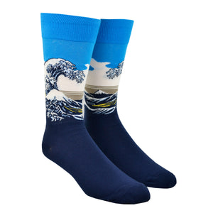 Shown on a leg form, these blue cotton men's crew socks by the brand Hot Sox feature the famous print The Great Wave by the Japanese artist Hokusai.