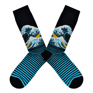 These black and blue bamboo men's crew socks by the brand Socksmith are based on the famous print The Great Wave by the Japanese artist Hokusai.