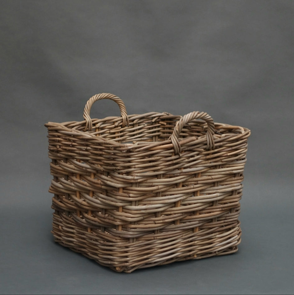 Square log baskets with ear handles H549