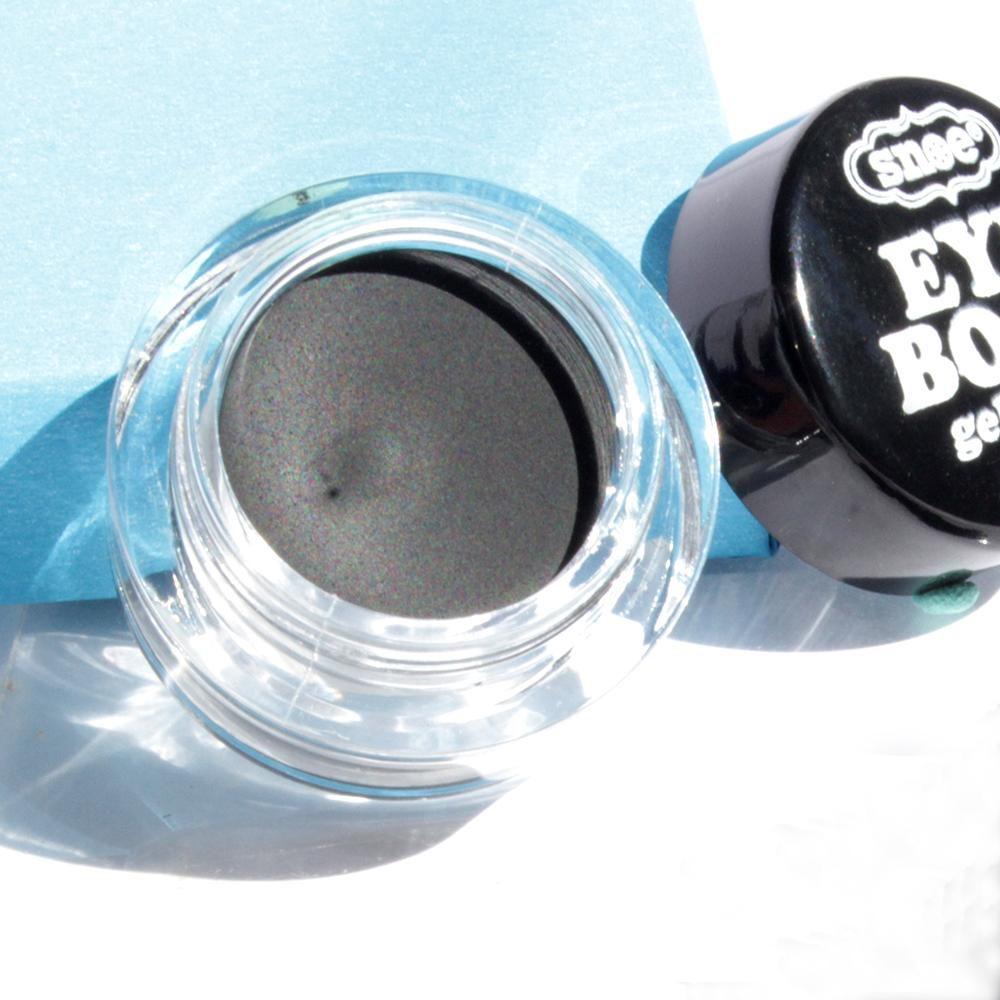 Makeup - Versatile Gel Eye Liner In CHARCOAL
