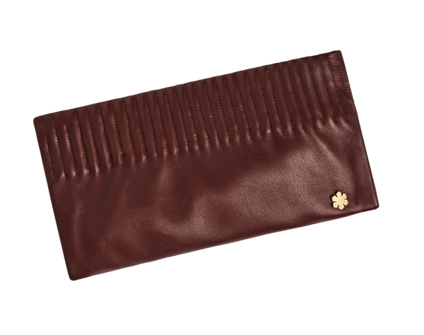 Cognac leather clutch with two secret compartments, crossover and gold plated kalmus flower. Cognac clutch med to hemmelige rum, crossover og forgyldt kalmus blomst.
