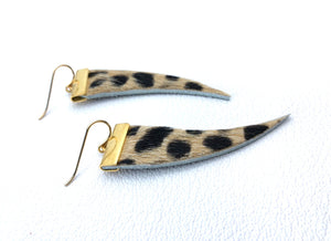 Fur tooth earring with wild cat pattern.