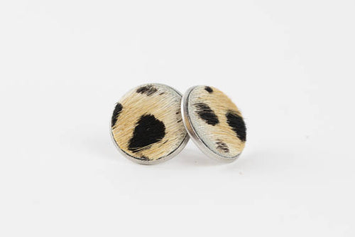 Fur stud earring with wild cat pattern.
