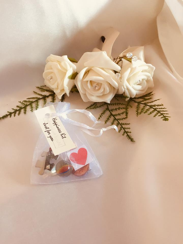 BAGS OF HAPPINESS WEDDING FAVOR BAGS9x7cm / white-weddingniknaks