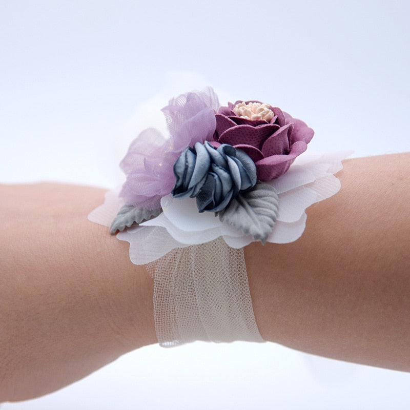 WRIST CORSAGE WITH FLOWER AND LEAF. AVAILABLE IN 4 COLOURS. - weddingniknaks