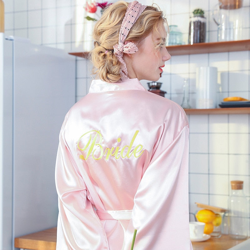 BRIDES ROBE IN LIGHT PINK, WHITE OR WINE WITH 'BRIDE'  ON THE BACK IN GOLD LETTERING - weddingniknaks