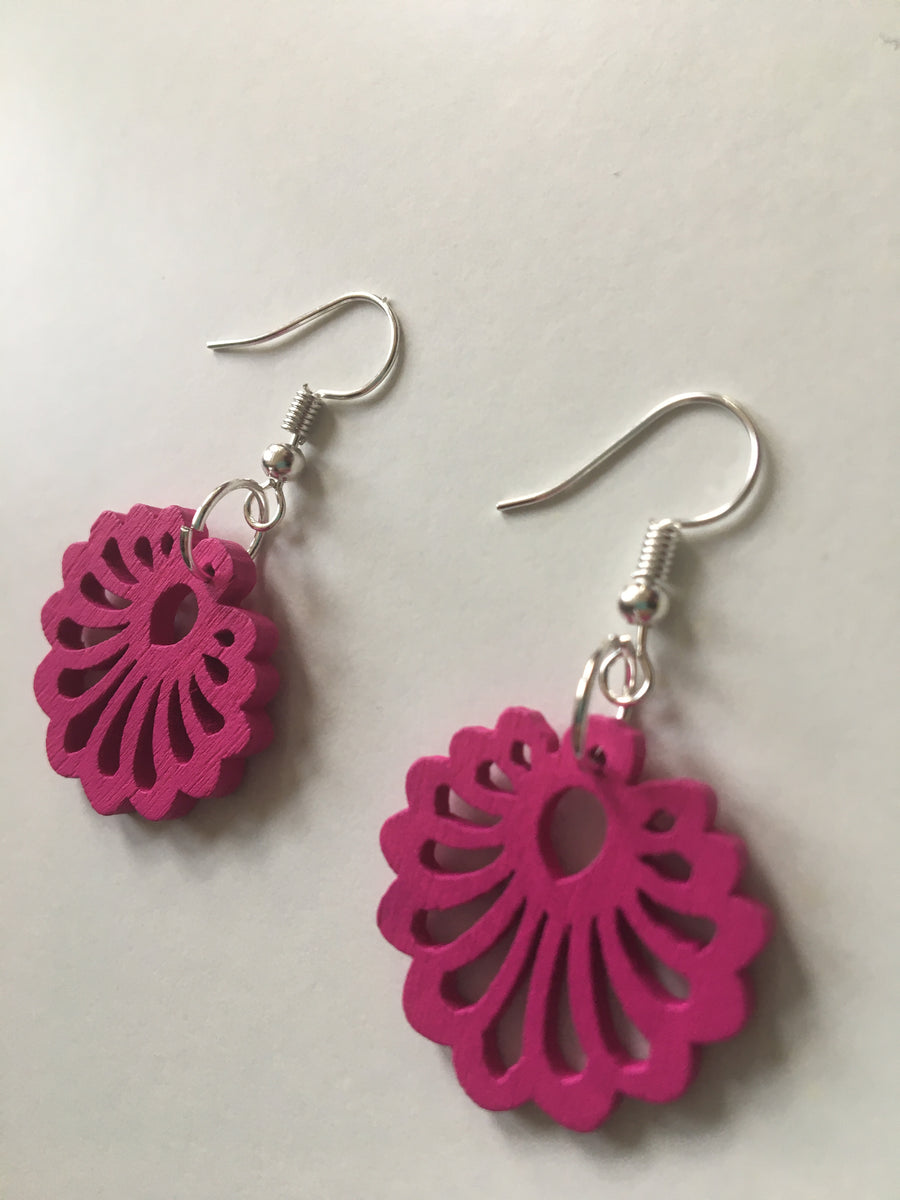 Pink flower round earrings