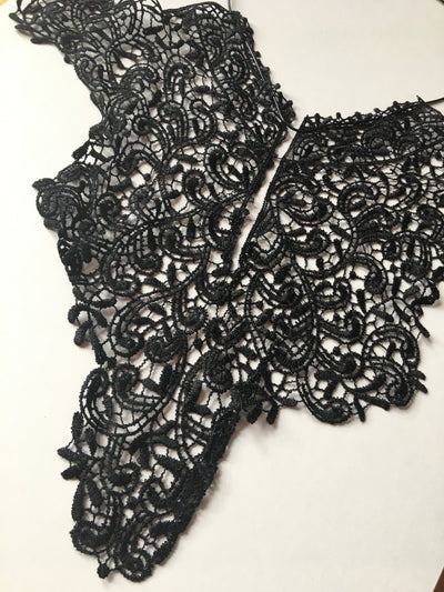Black lace impression necklace