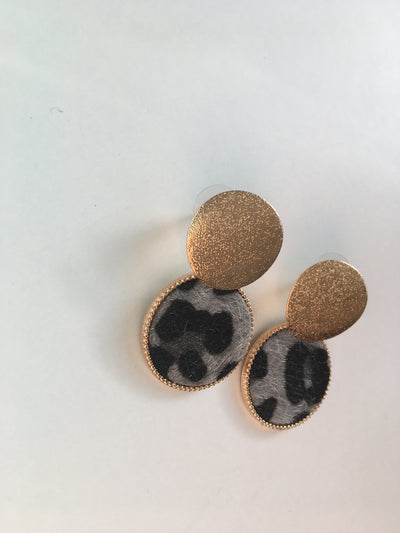 Grey animal print strong round earrings
