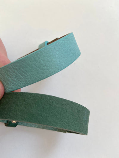 Green wide leatherette bracelet