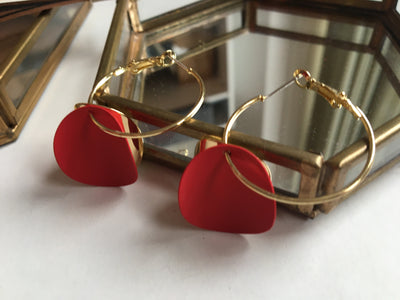 Gold and red curvy round earrings