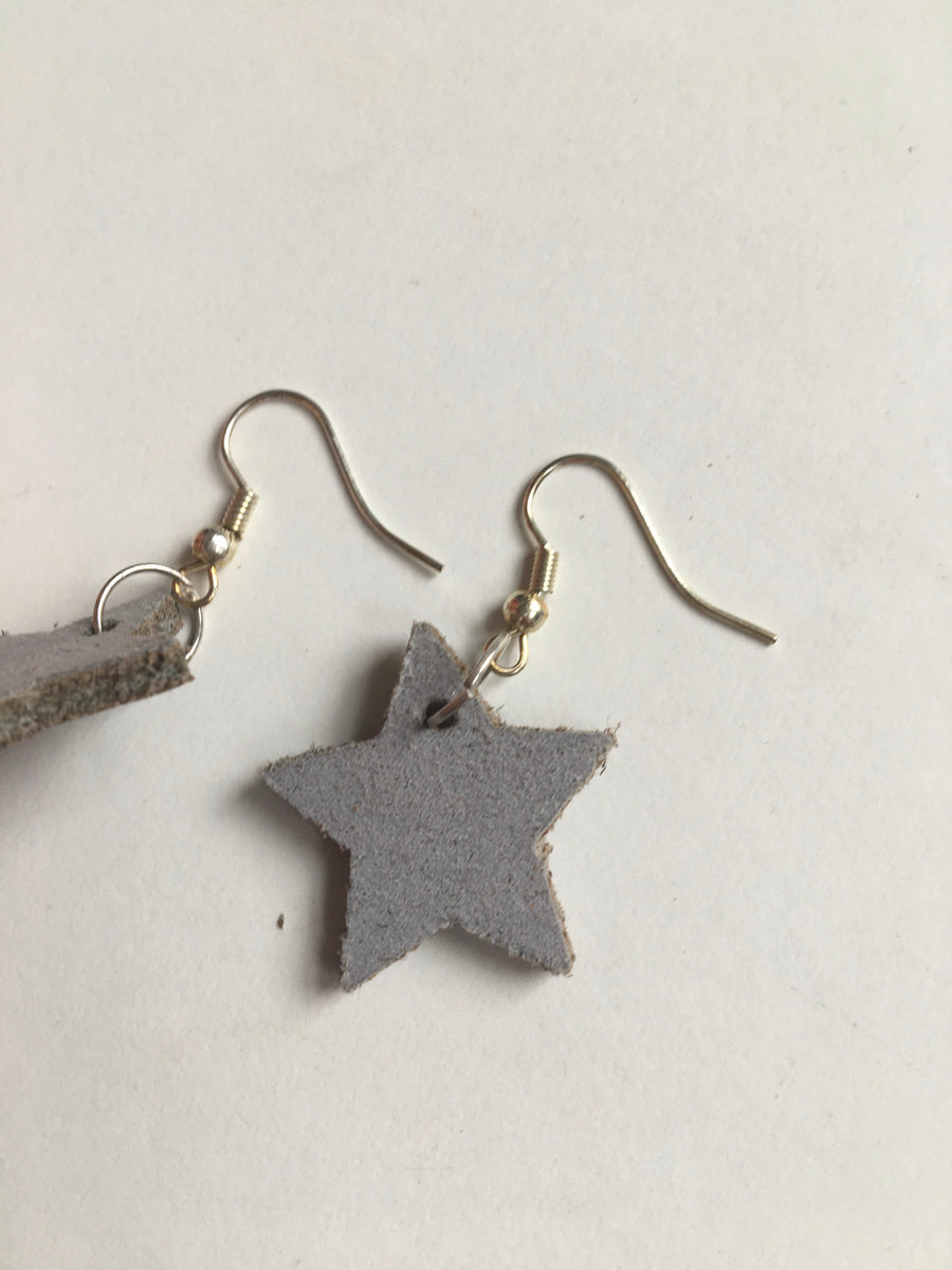 Light grey star earrings