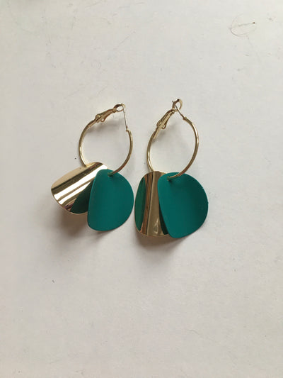 Gold and green curvy round earrings