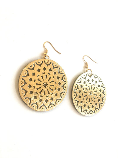 Gold swirl circle dangle earrings