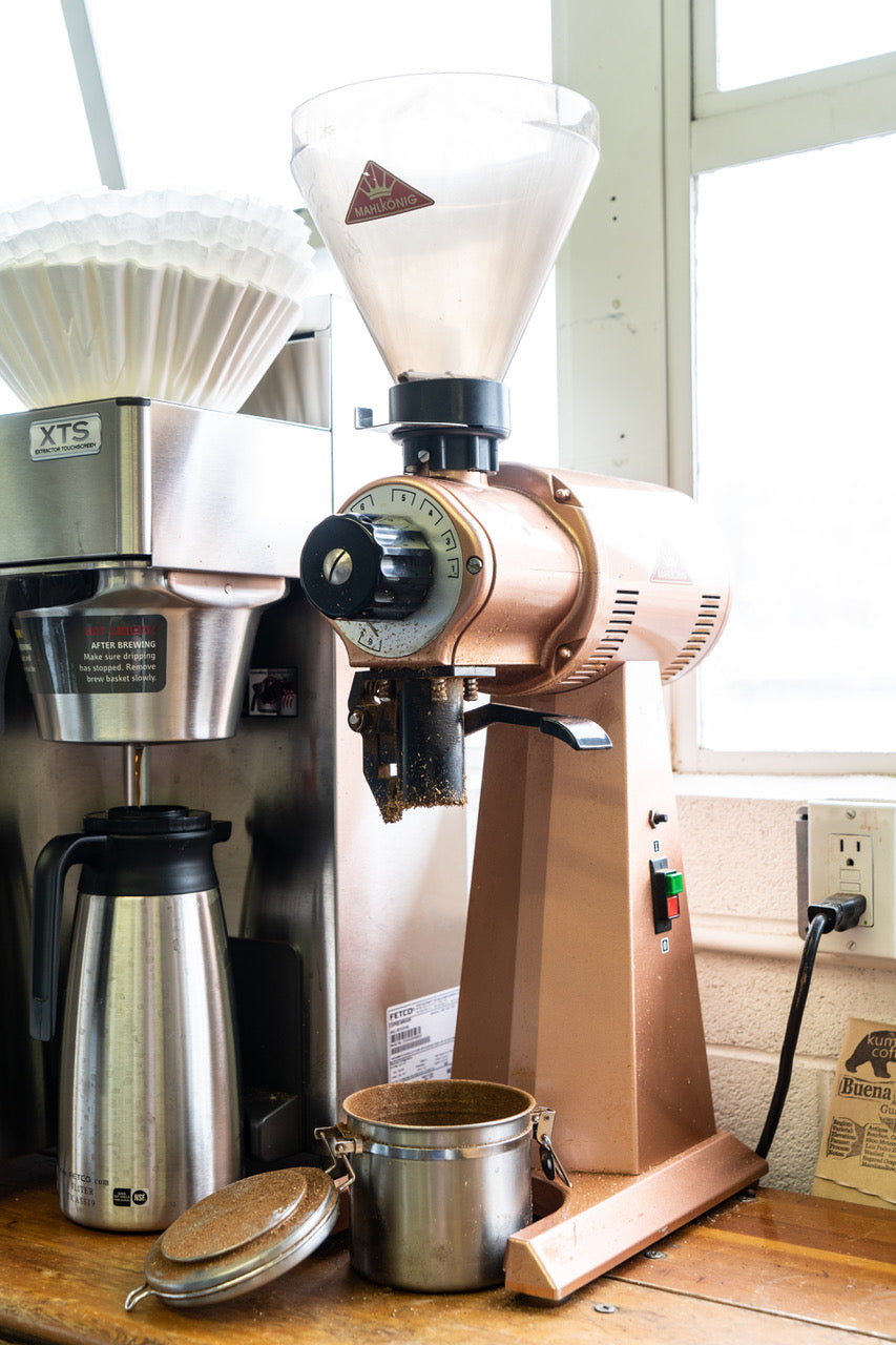 Automatic coffee brewer and malkonig coffee grinder