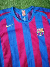 Load image into Gallery viewer, Barcelona Home Shirt 2005 2006 M