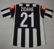 Load image into Gallery viewer, Juventus Home Shirt 2000 2001 L #10 Zidane