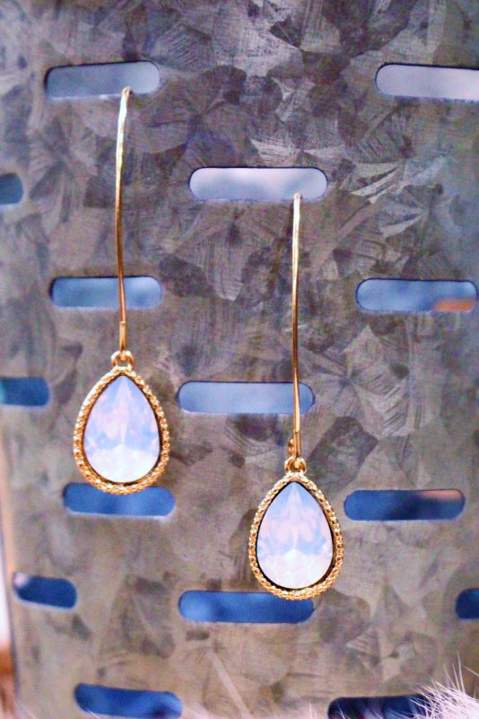 Trendy Teardrops With Frosted Stone
