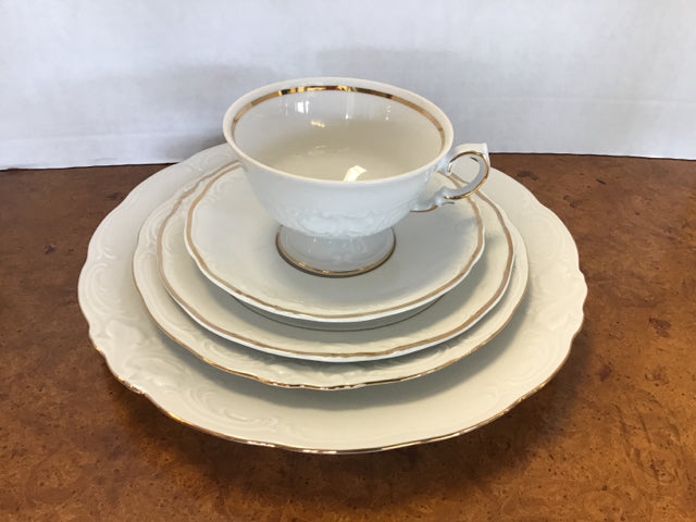 70 PC Set Of Oro China