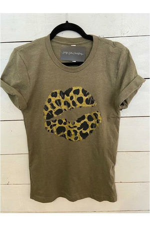 Animal Kiss Graphic Tee