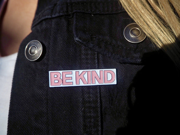 Enamel BE KIND pin