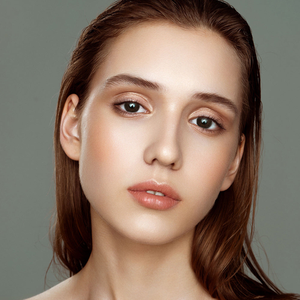 Latte Brown colored contacts with natural looking model picture