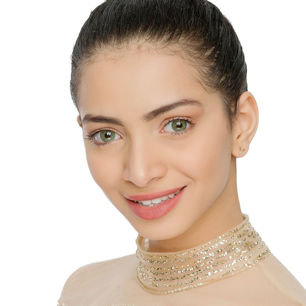 Natural Ambar Yellow Color Contacts Model Natural Looking Picture