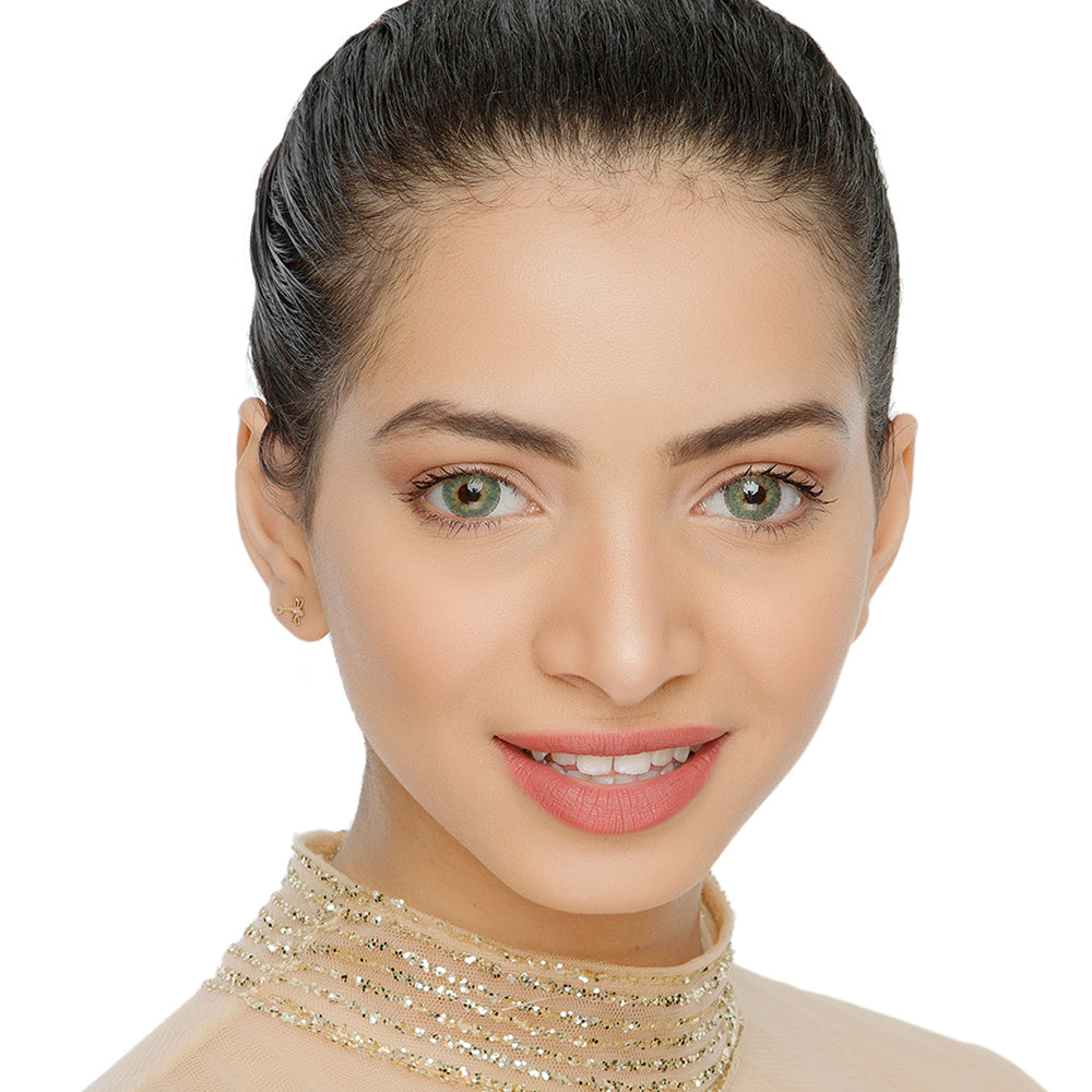 Natural Ambar Yellow Colored Contact Lenses Model Natural Looking Picture