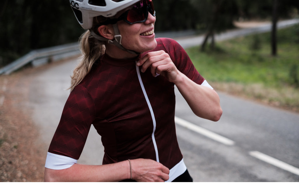 Tess wearing Jersey Ventoux - Retro Bordeaux