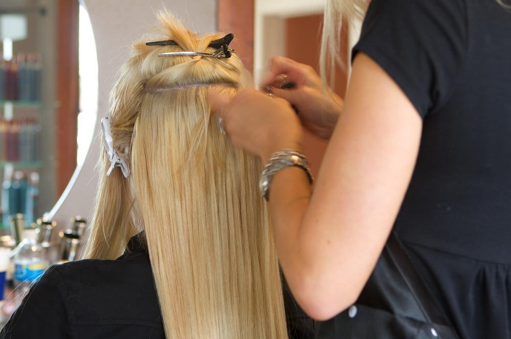 LEARN TO APPLY HAIR EXTENSIONS