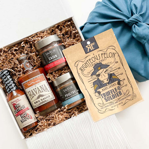kadoo Father's Day BBQ barbecue set gift box with BBQ sauce, Hot sauce, Truffle beef jerky and BBQ rub seasoning