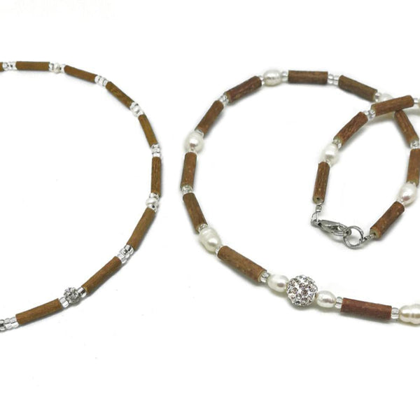 M05 | Hazel wood & freshwater pearls set