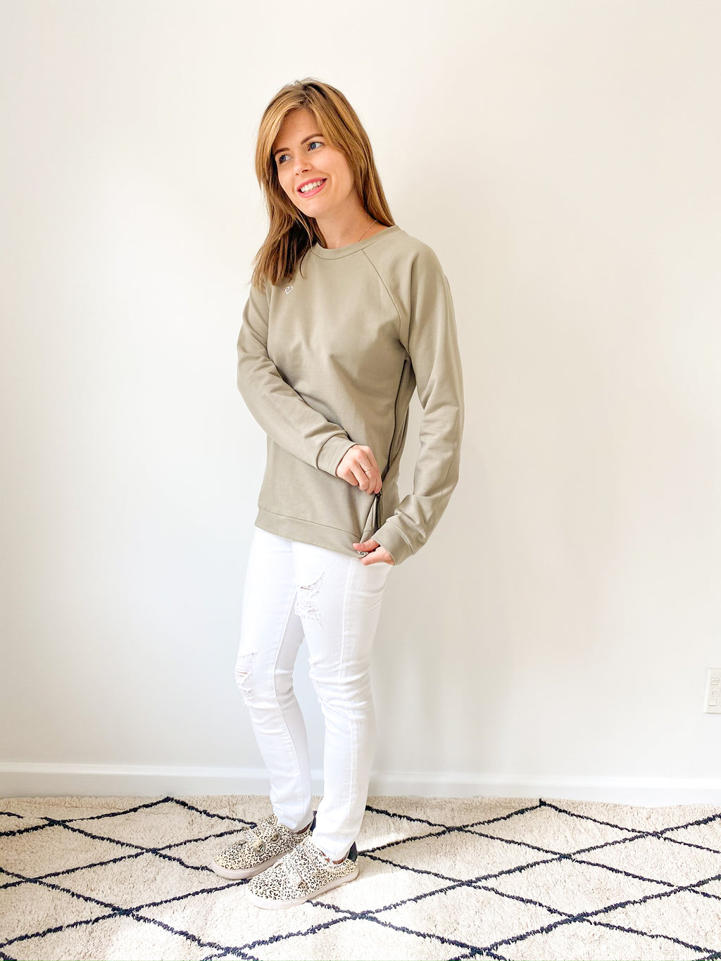 breastfeeding-top-zipcrew-olive-howto