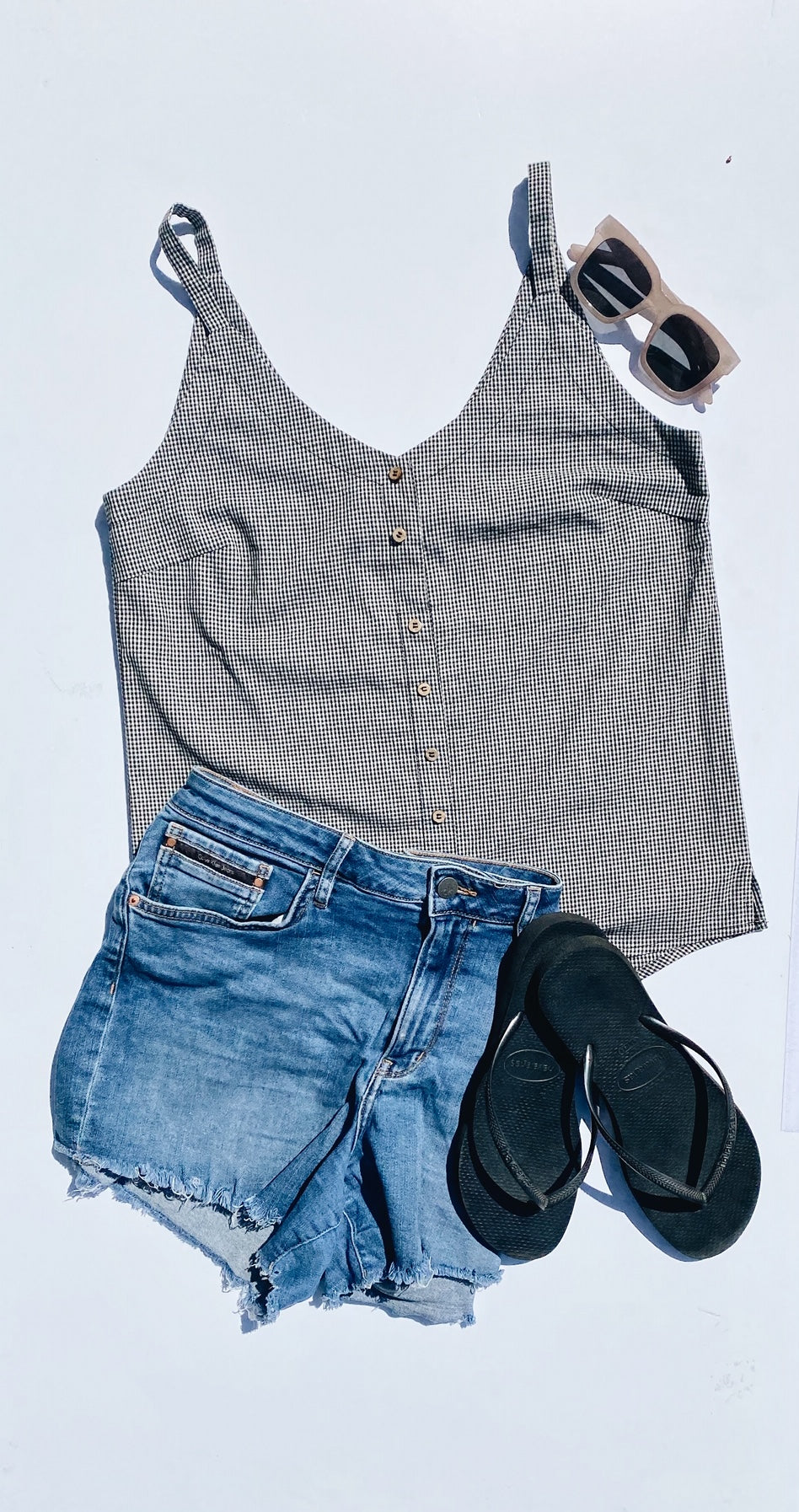 summer-breastfeeding-top-flatlay-outfit