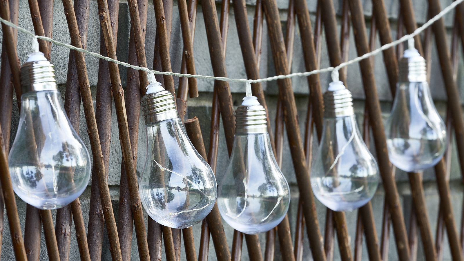 GLOBRITE Solar Wire Bulb String Lights