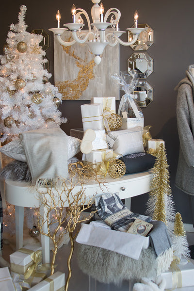 Au Lit Holiday Store Tour Window Display