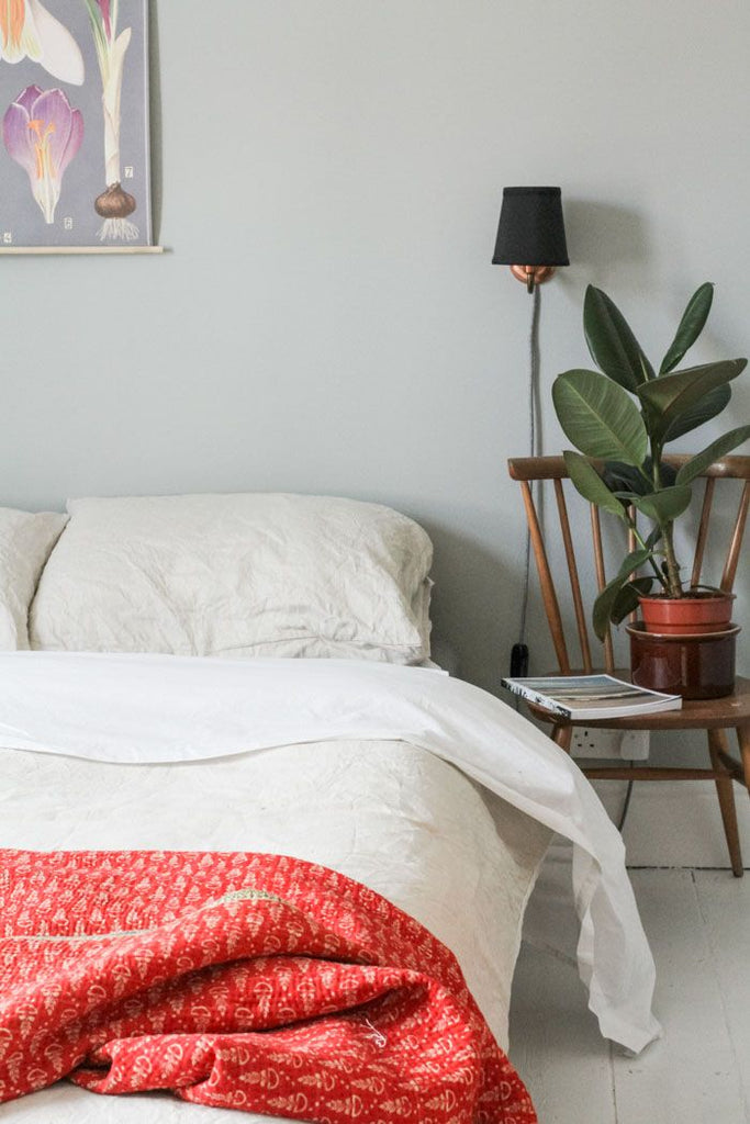 Smart Bedside Table: 7 Chic Alternatives To A Bedside Table