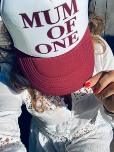 CASQUETTE MUM OF - ROUGE BORDEAUX ET BLANCHE - Disponibles pour les MUM OF ONE, TWO, THREE...