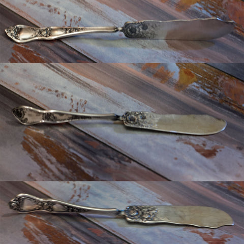 Rogers Cutlery SILVER PLATE FLAT BUTTER KNIFE in Art Nouveau Rose Pattern