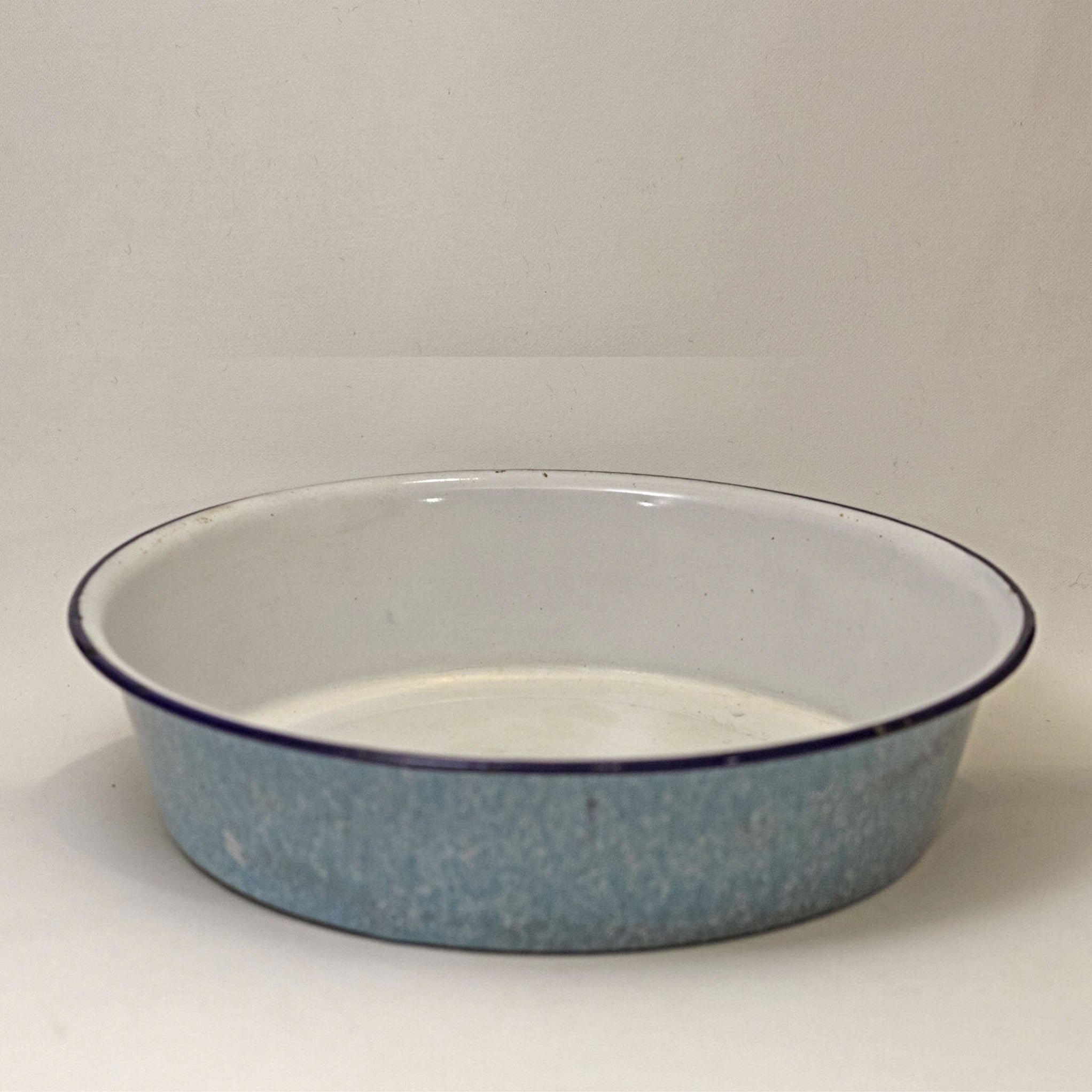 GRANITE WARE 8-INCH ROUND CAKE PAN Light Blue Gray Mottled with White Interior