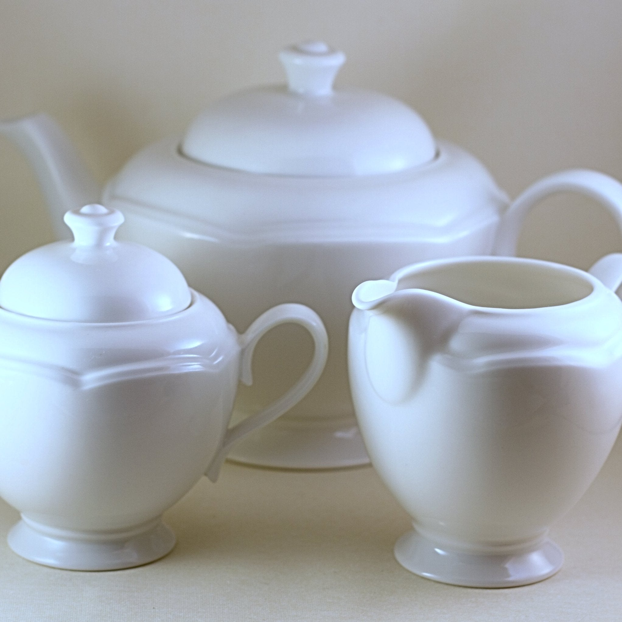 JOHNSON BROTHERS STAFFORDSHIRE English Fine China Three Piece Tea Set - London White Pattern