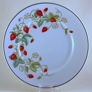 STRAWBERRY PORCELAIN DESSERT PLATE by Avon Made in Brazil