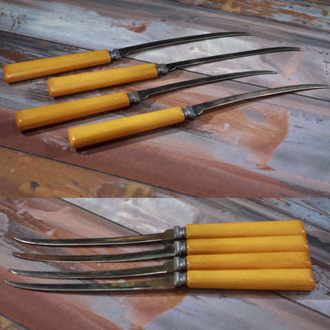 HENRY'S ORIGINAL TOMATO AND STEAK KNIVES with Bakelite Handles