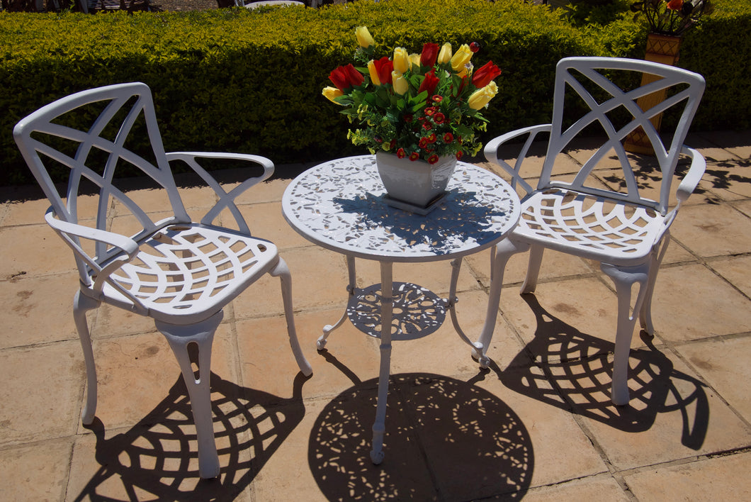 Two-Seater Willow Set with 62cm Round Ivy Table