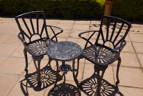 Two-Seater Small CapeSun Set with 44cm Round Royal Table
