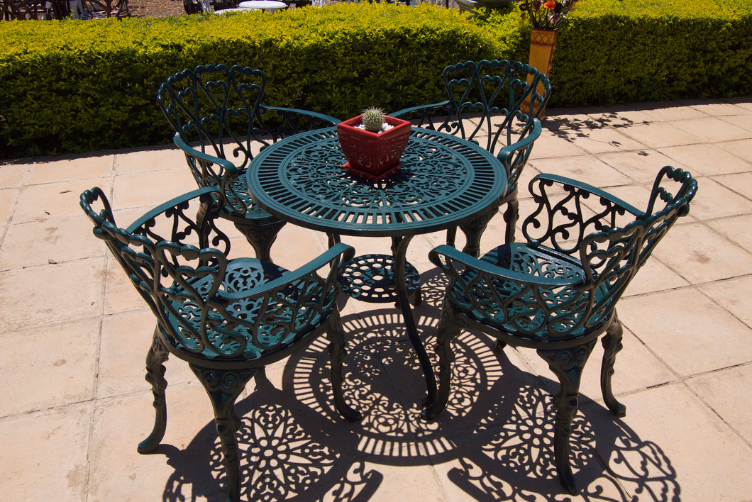 Four-Seater Petite Set with 75cm Round Petite Table