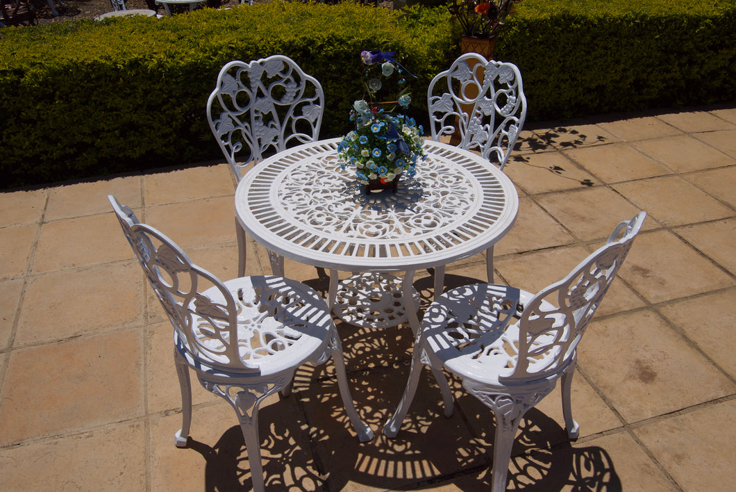 Four-Seater Winelands Set with 75cm Round Petite Table