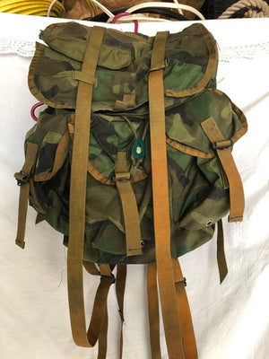 US Military Woodland Camo Alice Field Pack Radio Backpack Med. w/straps VINTAGE